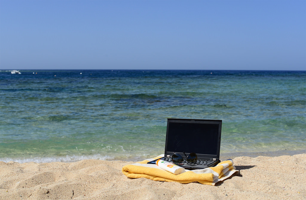 advantages and disadvantages of working remotely